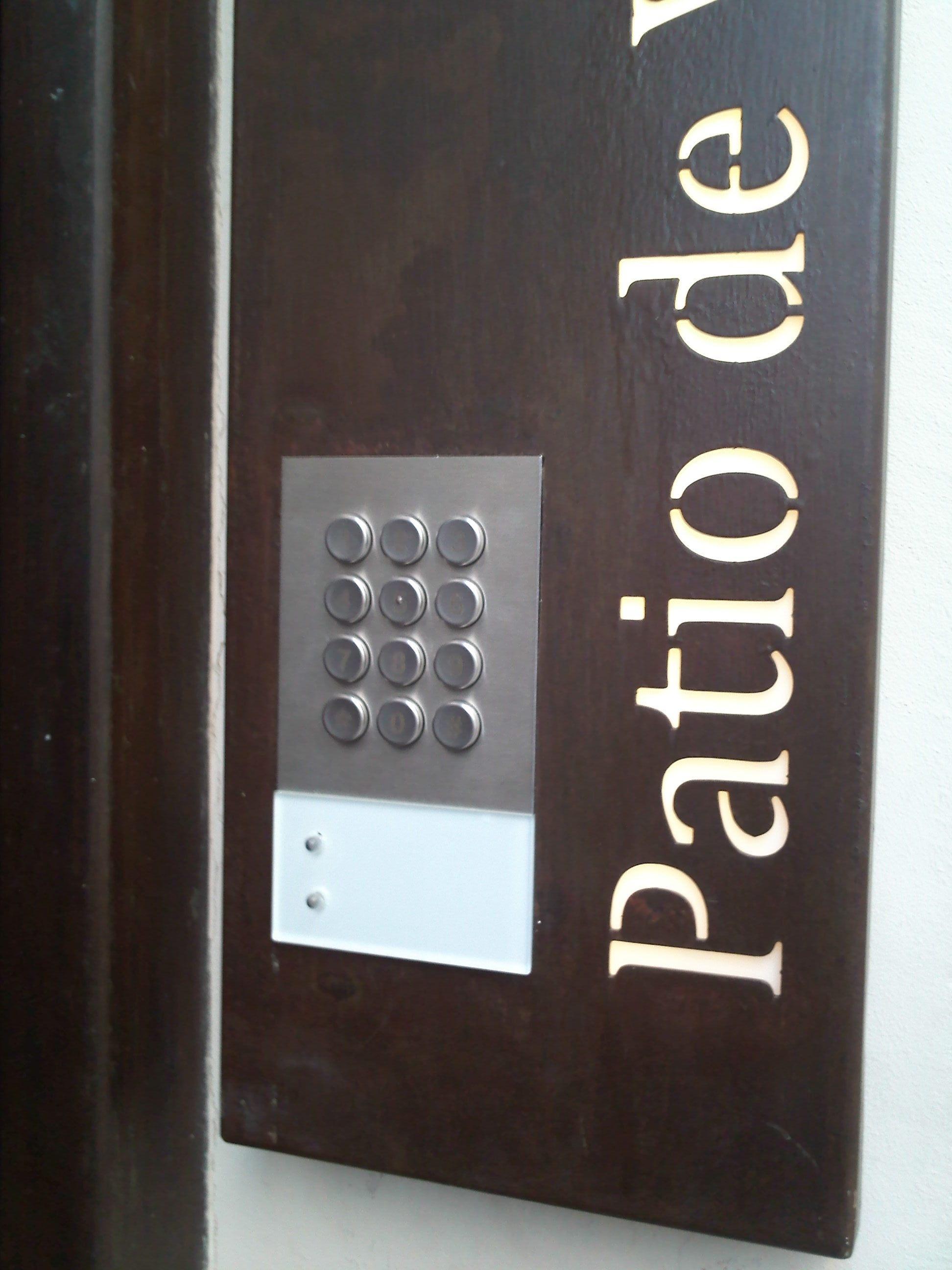Cerradura electr nica hoteles con control de presencia grupo lda - Cerraduras electronicas para casa ...